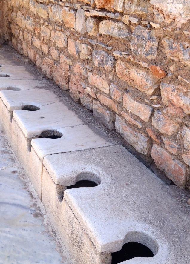 Les latrines, elles n'ont pas bougées... depuis 2000 ans...