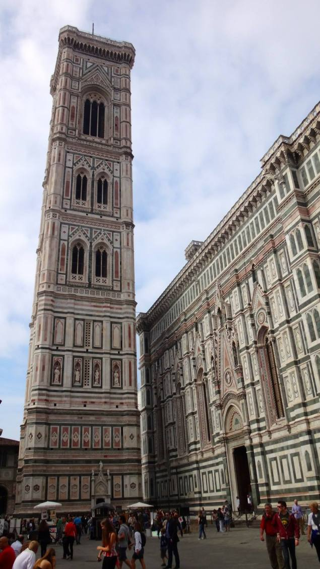 Le campanile de Giotto du XIIIe siècle.