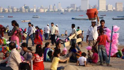 Sur la plage en fin de journée à Mumbai...