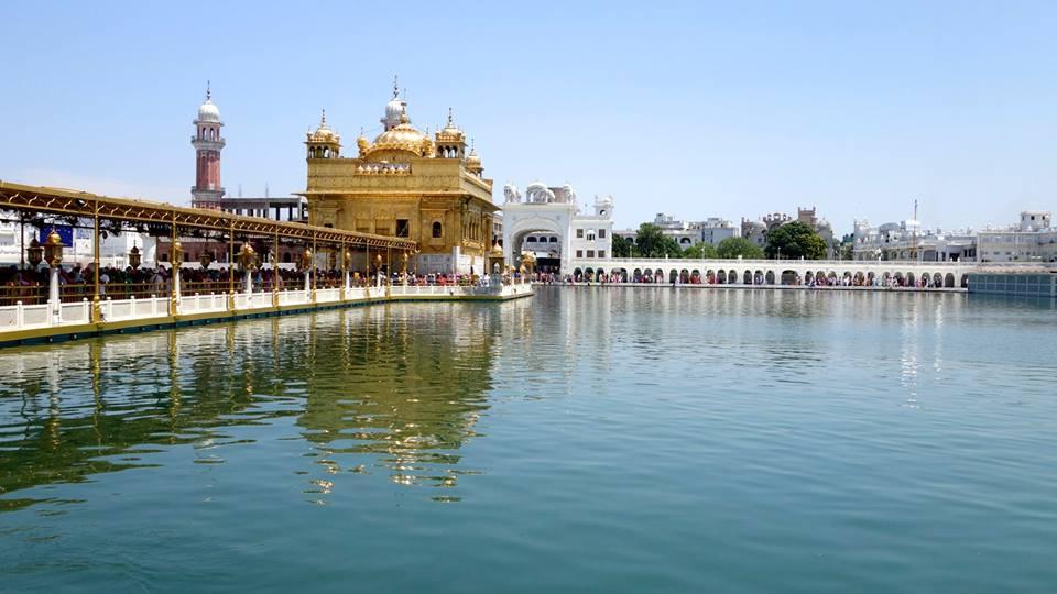 Amritsar qui brille de tout son or, Varanasi qui nous éblouit et Khajuraho où il manque définitivement d'eau ;P (Inde)2015